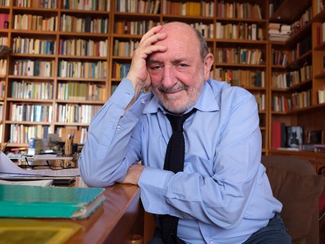 """Covid, Umberto Galimberti: """"Spaesati tra smartworking e abitudini perse"""". Intervista di Walter Veltroni"""
